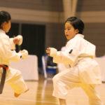 小学生3・4年女子個人組手優勝 大原愛美選手(右)