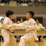 小学生5・6年男子個人組手優勝 今里真白選手(右)