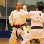 シニア男子個人組手(50〜59歳)優勝 小山克昌選手(左)