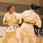 中学生女子個人組手優勝 フィスク愛選手(左)